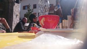 Kaffeegerl in der Sonne