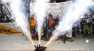 mit Pyrotechnikfinale - ebenfalls ein Screenshot aus dem Video